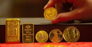 Gold surges at 7-year high on growing coronavirus concerns